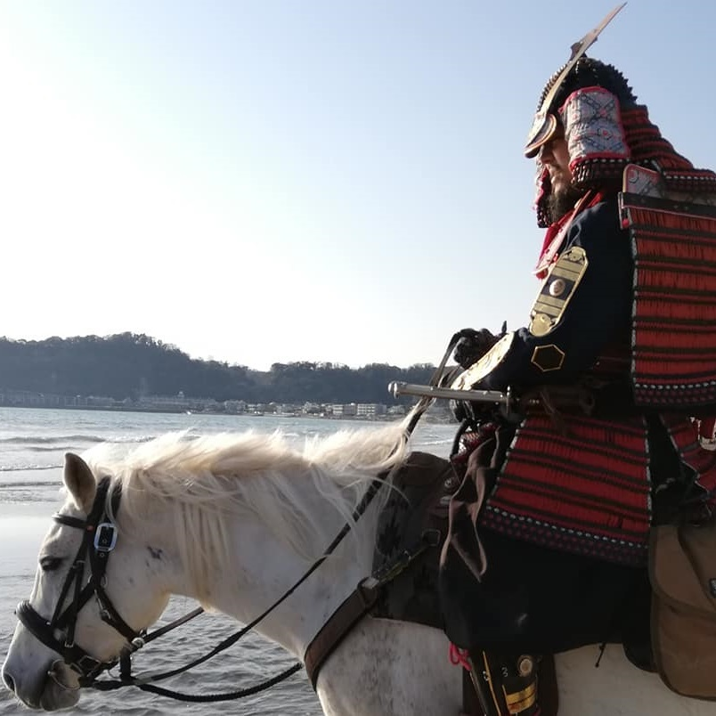 鎧で乗馬体験